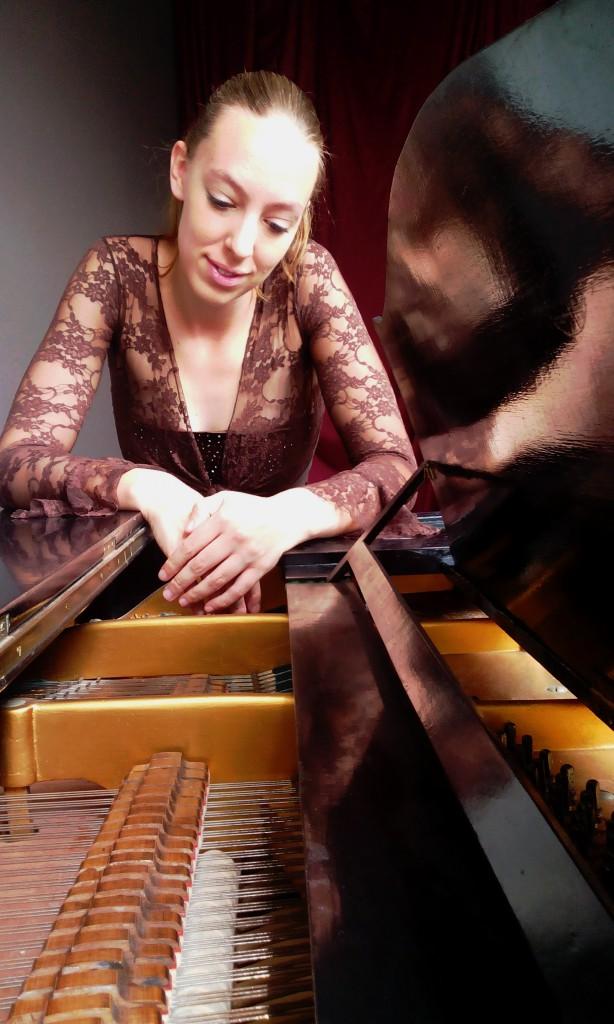 Nanke Flach, pianiste en pianodocente.